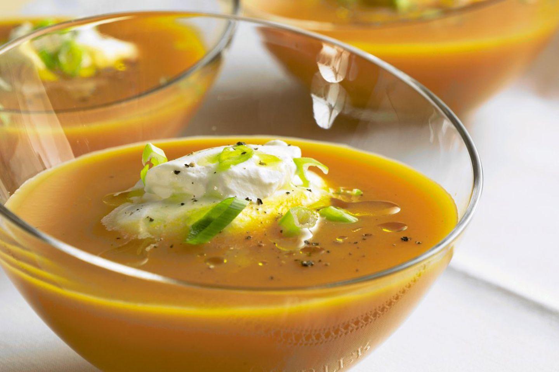 Karottensuppe mit Ingwersahne nach einem Rezept von Lea Linster