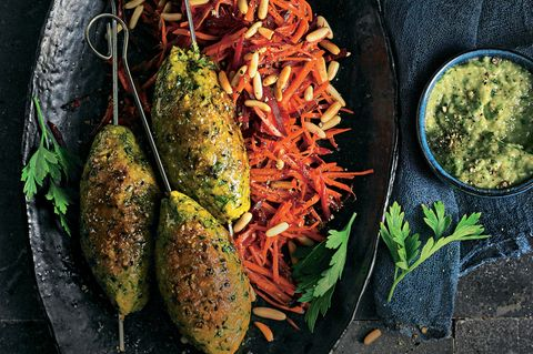 Linsen-Kebab mit Möhrensalat und Auberginen-Dip