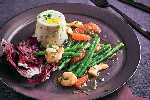 Salat mit Bohnen, Grapefruit und weißem Garnelengelee