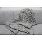 So strickt ihr die gemütliche Kuscheldecke im Perlmuster mit XXL-Wolle