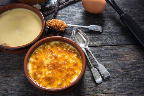 Crème brûlée mit und ohne Brenner zubereiten