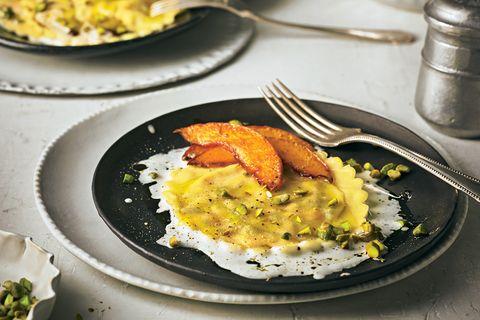 Ravioli mit Kuerbis-Pistazien-Füllung