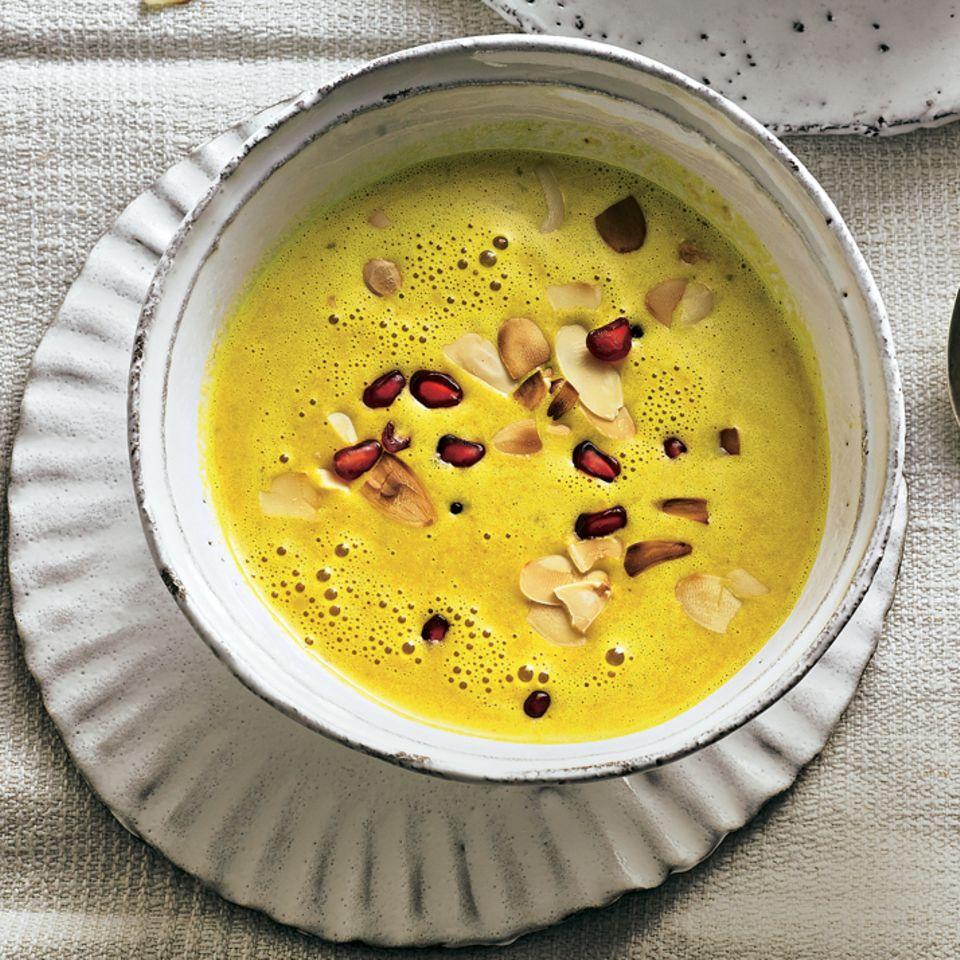 Möhren-Kokos-Suppe mit Granatapfel
