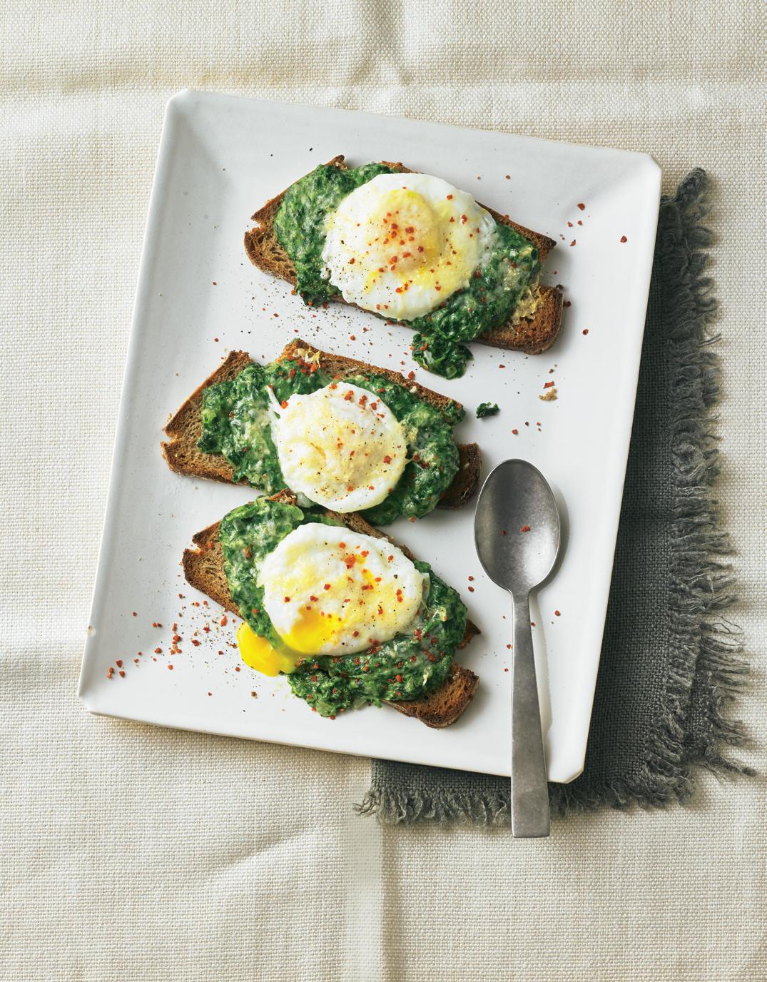 Spinatbrot mit pochiertem Ei