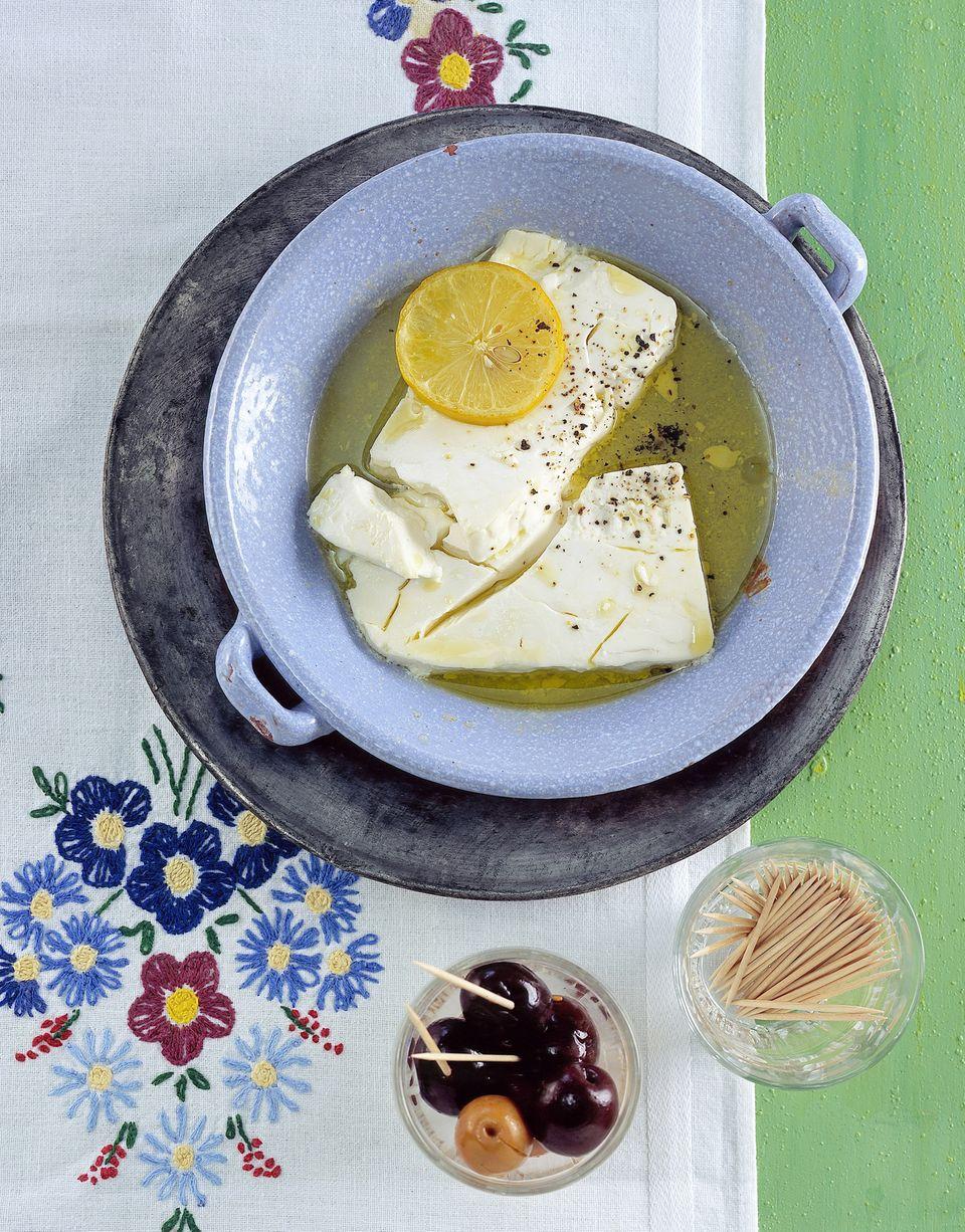 Gebackener Schafskäse für das griechische Ostermenü