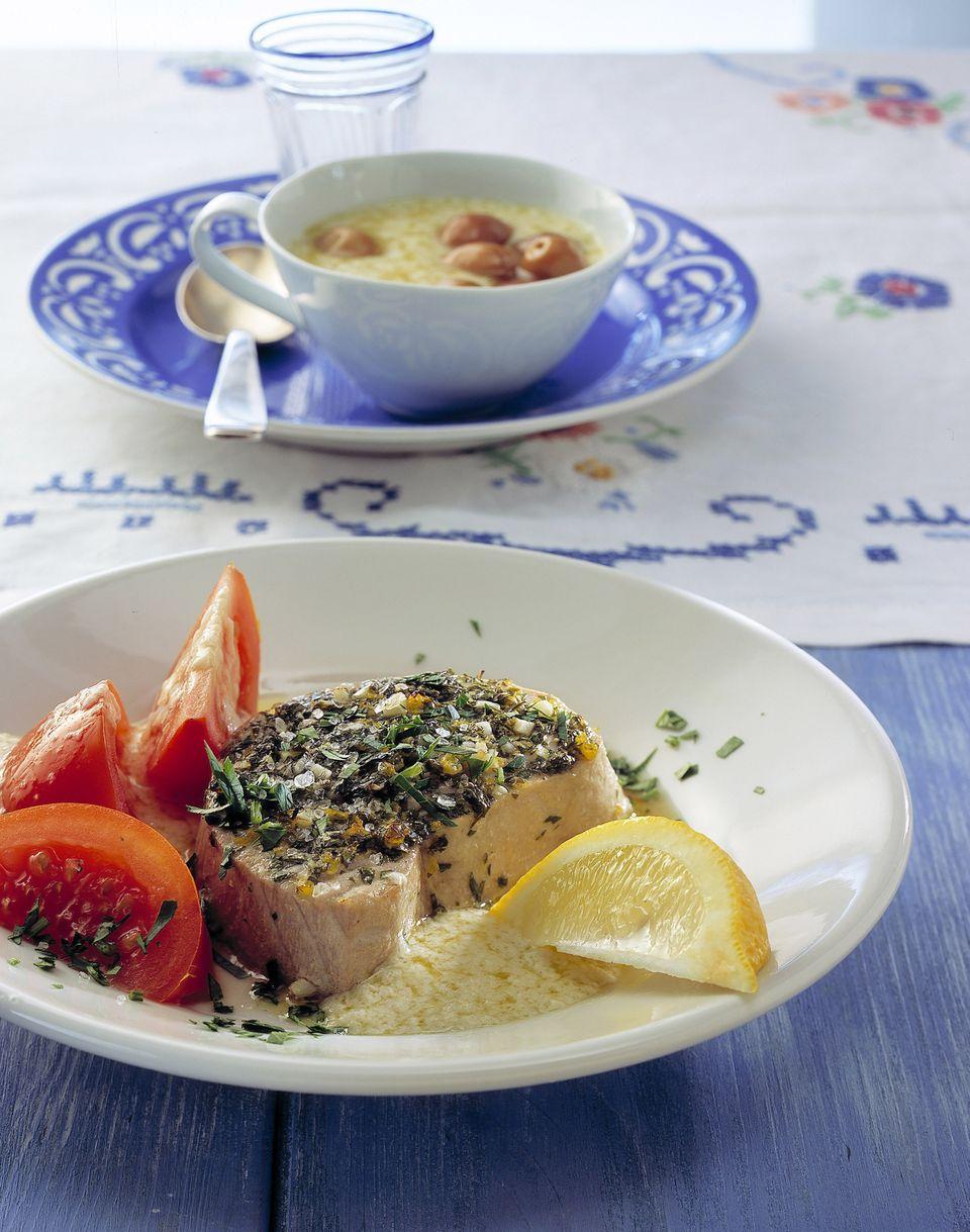 Ostermenü mit gegrilltem Tunfisch und Knoblauchcreme
