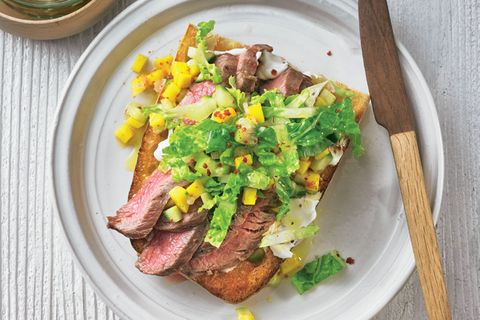 Steak-Stulle mit Gurken-Relish