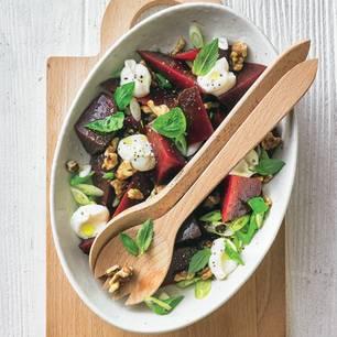 Rote-Bete-Salat mit Walnüssen und Basilikum