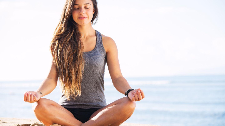Straffe Brüste: 4 Yoga-Übungen für einen schönen Busen  BRIGITTE.de