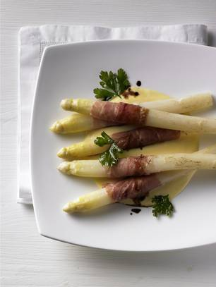 Sauce Mousseline: Köstlich zu Spargel mit Schinken