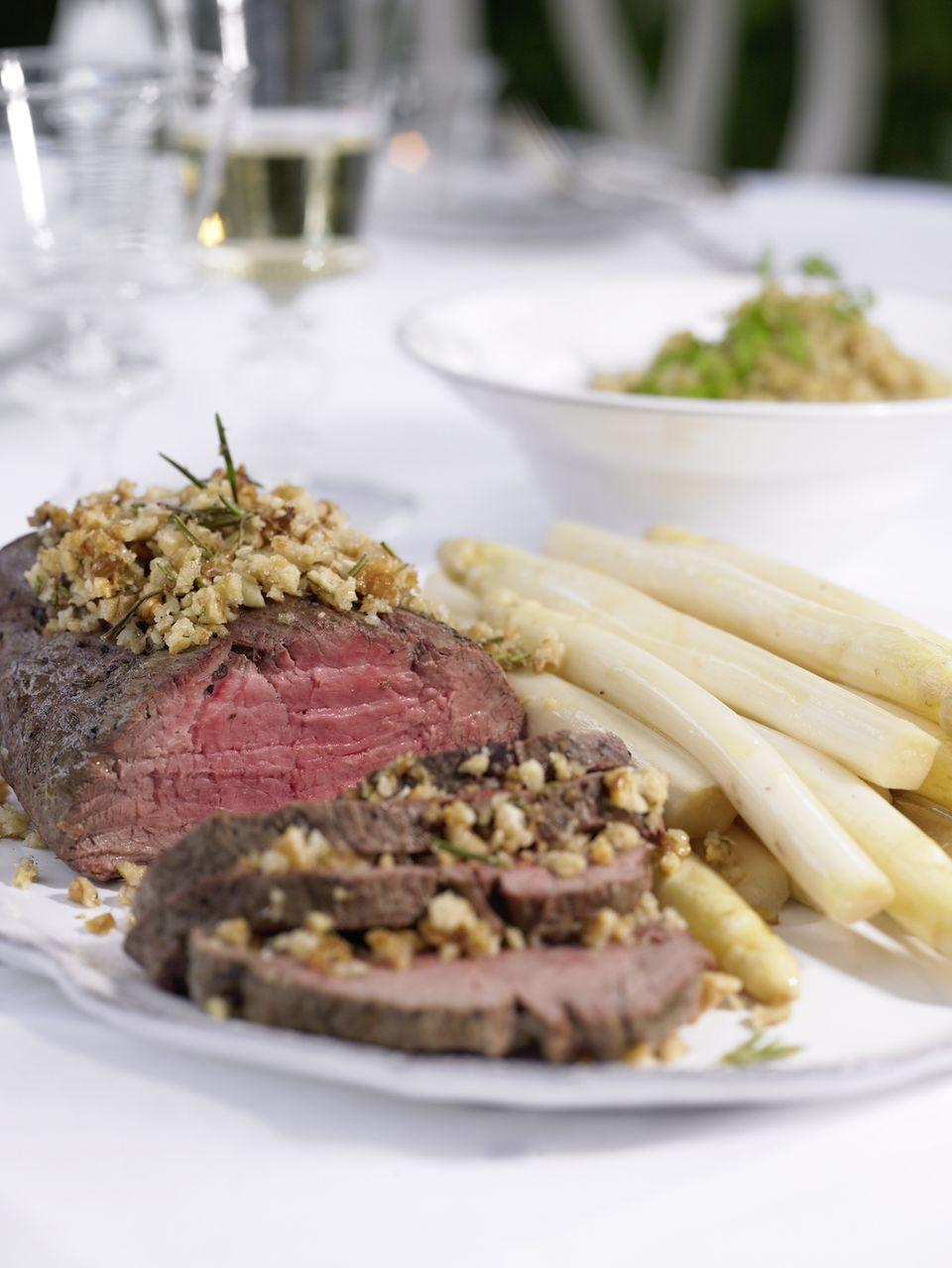 Spargel-Menü mit Rinderfilet