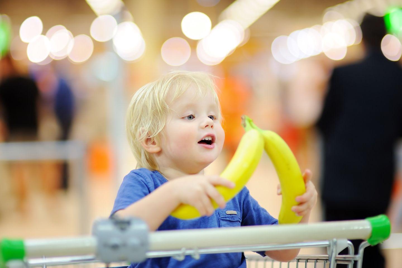 Banane im Supermarkt probieren