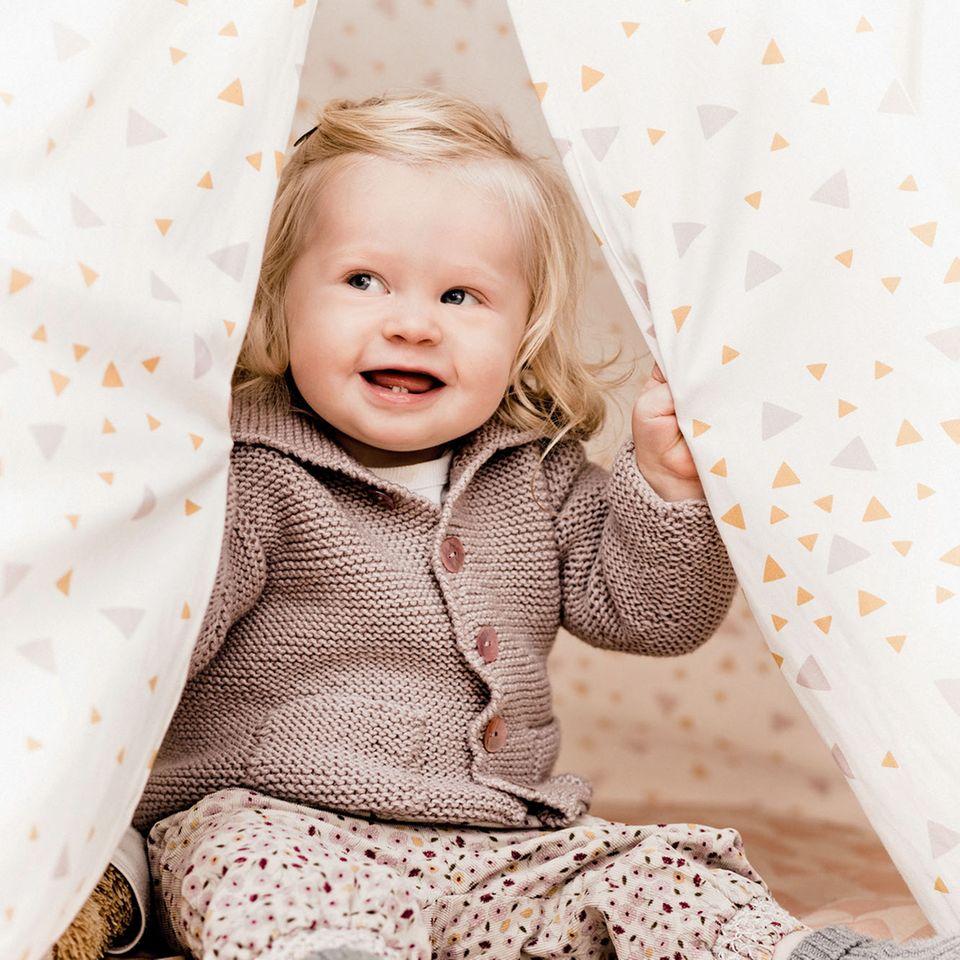 baby Cardigan stricken