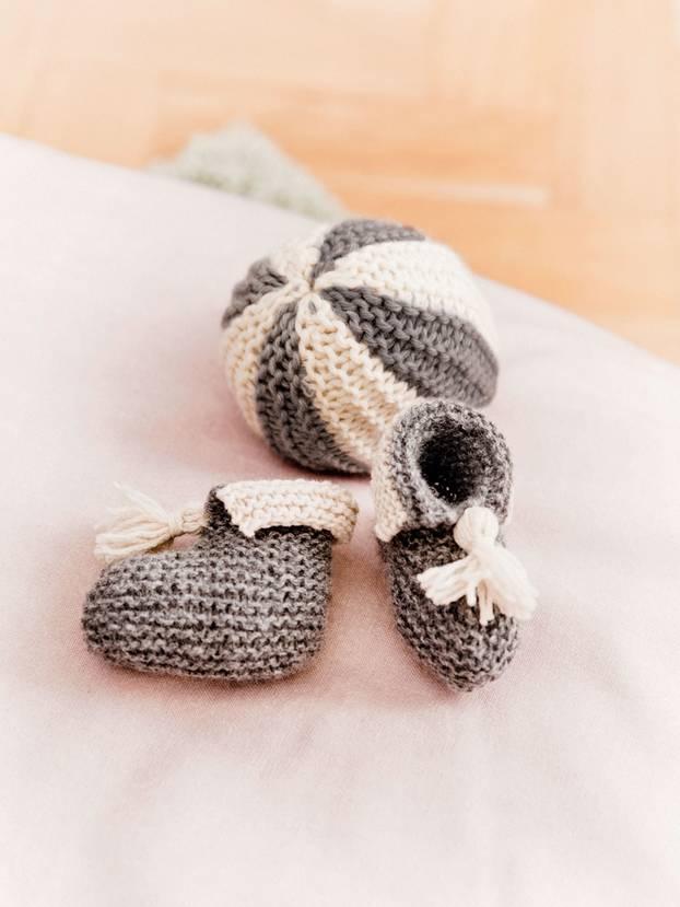 Strickanleitung Für Babyschuhe Und Spielbälle Brigittede