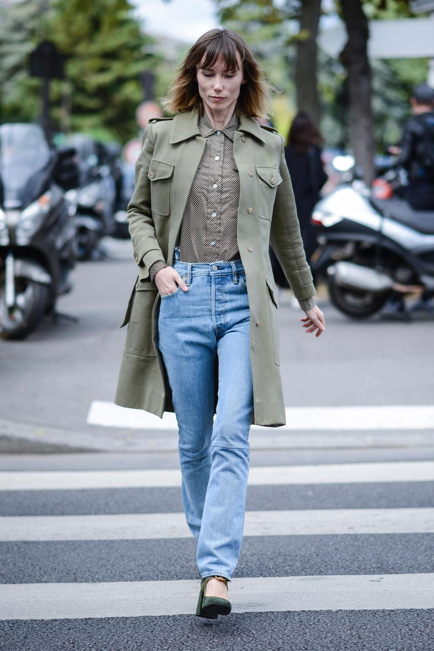 Die schönsten Streetstyles, die Lust auf Frühling machen: Mom-Jeans und grüner Parka