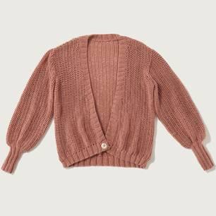 Zur Strickanleitung: Jacke in rosé