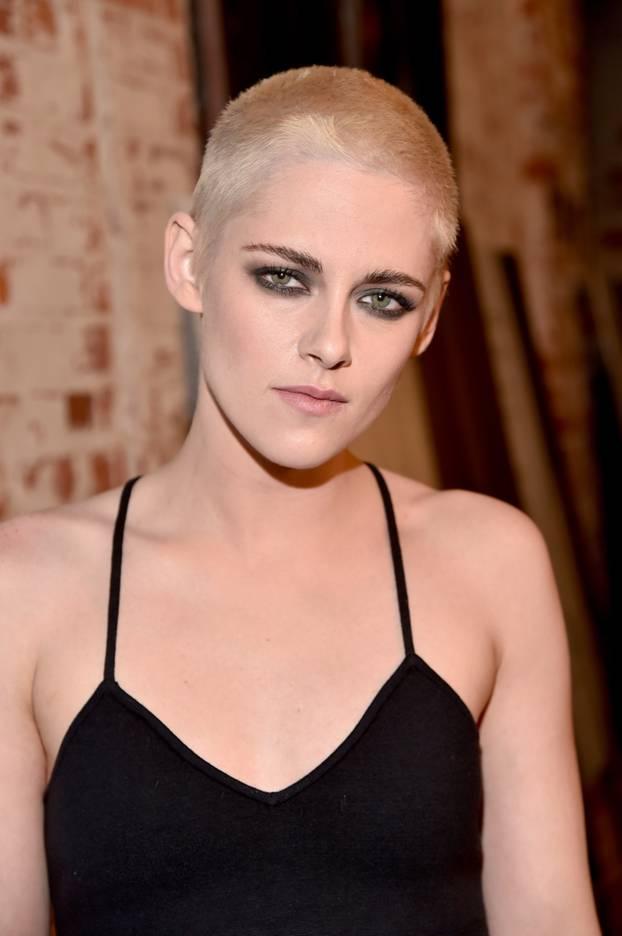 Kristen Stewart trägt jetzt den platinblonden Buzz Cut