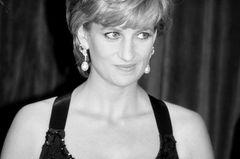 Traurige Enthüllung: Diana stürzte sich schwanger die Treppe hinunter