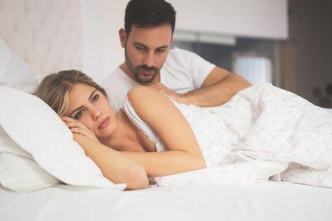 Trennungsgedanken: Paar im Bett