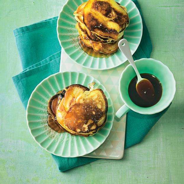 Apfel-Pancakes mit Ahornsirup