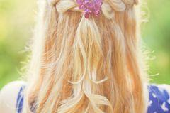 Abiballfrisuren: Haarkranz mit offenen Haar