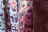 Alles, was glänzt: Kurzes Kleid mit grau-rosa Camouflage-Muster