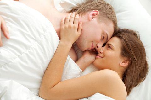 Länger durchhalten: Paar im Bett