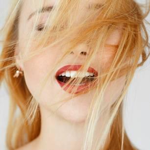 Orgasmusfakten: Frau mit offenem Mund
