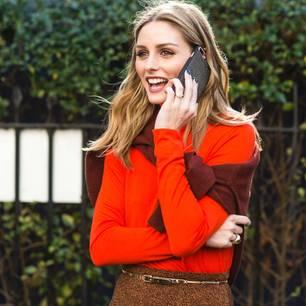 Streetstyle:Olivia Palermo in einem orangefarbenen Pulli