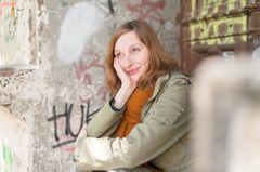 Unser Blog-Liebling: Susanne Triepel lebt mit Kind in Berlin und schreibt auf ihrem Blog Notyetaguru.com vor allem (aber nicht nur) über den Vereinbarkeitswahnsinn. Mit ihren herrlich spitzzüngigen und klugen Texten hat sie uns als Jünger längst gewonnen.