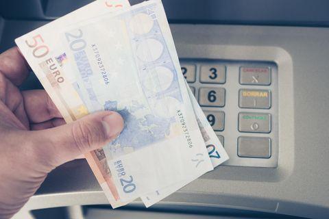 Gebühren-Schock: Sparkassen-Kunden sollen jetzt fürs Geldabheben zahlen!