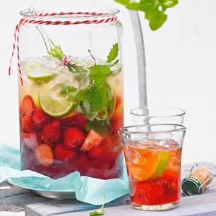 Erdbeerbowle: Die besten Rezepte für laue Sommerabende