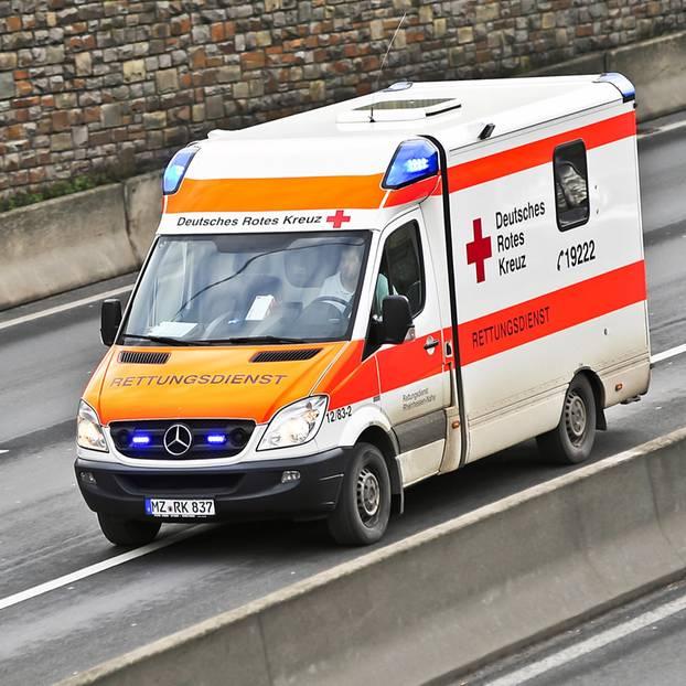 Krankenhaus transportiert Mutter zu sterbendem Sohn