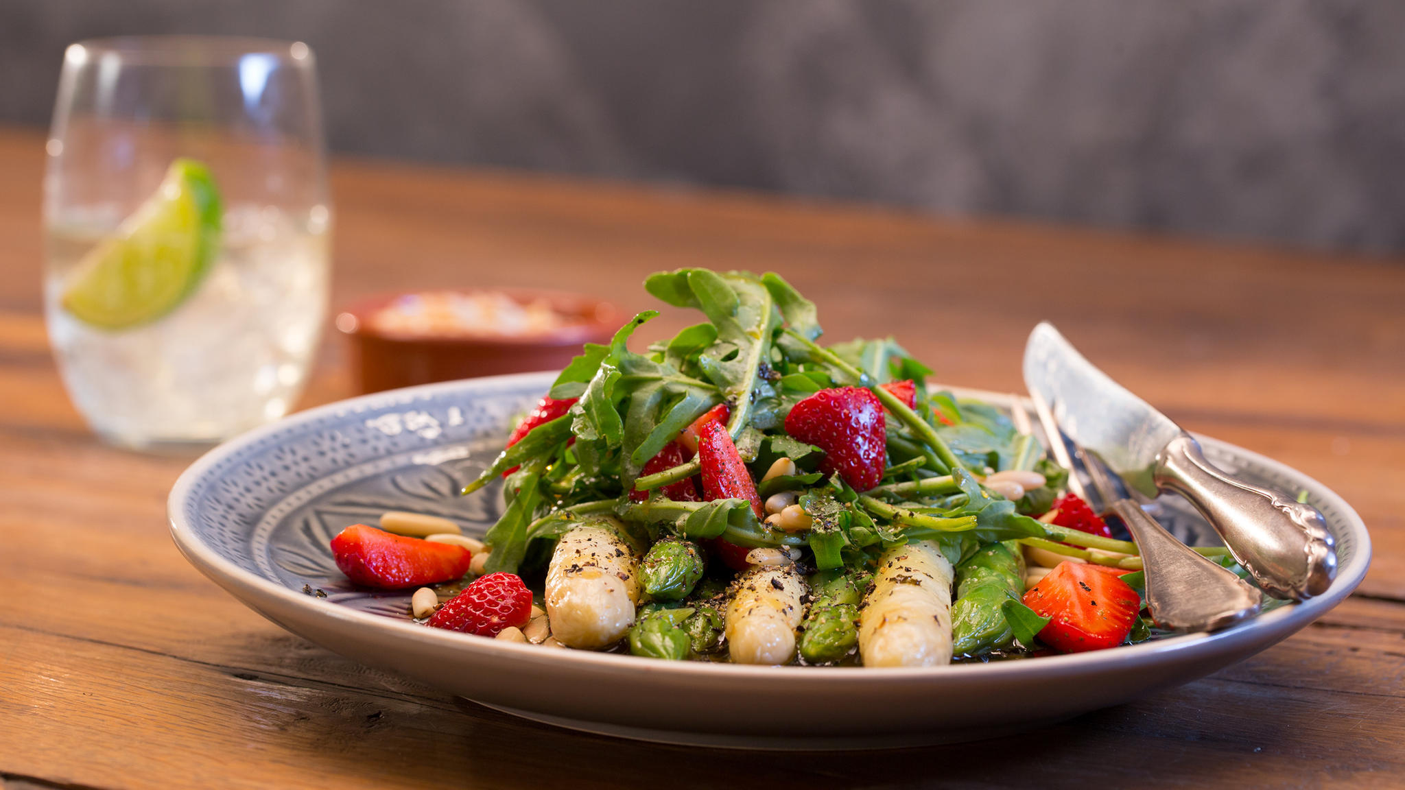 lea linster rezept roher spargelsalat beliebte eezepte f r n tzliche salate. Black Bedroom Furniture Sets. Home Design Ideas