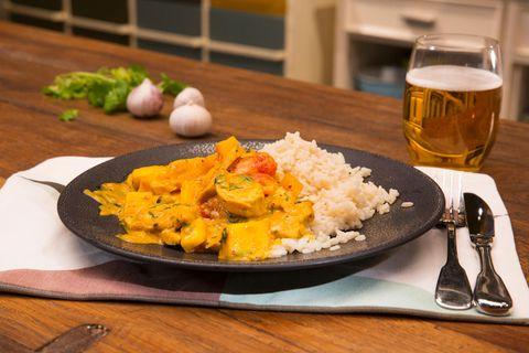 Brasilianisches Hühnchen mit Kokosmilch und Mango