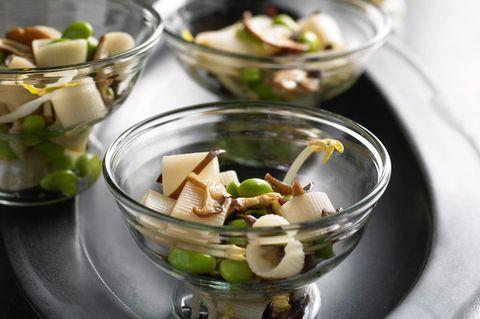 Asiatischer Nudelsalat mit Reisnudeln und Pilzen