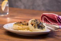 Kohlrabi gefüllt mit Spinat, Schafskäse und Schalotten