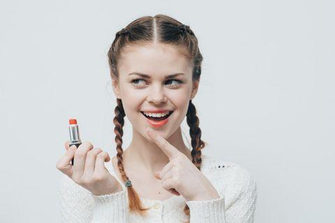 Aufgemaltes Lippenpiercing - der neue Beauty-Trend