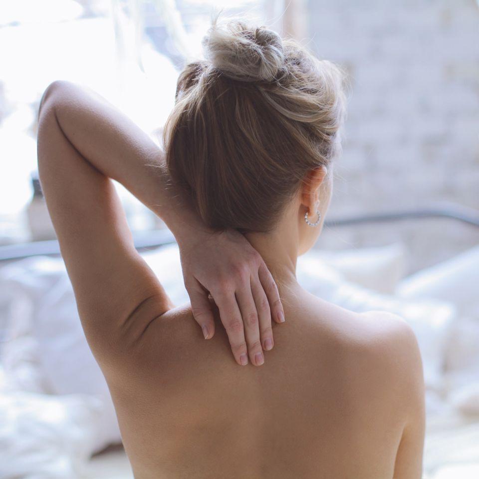 Akne und Pickel am Rücken