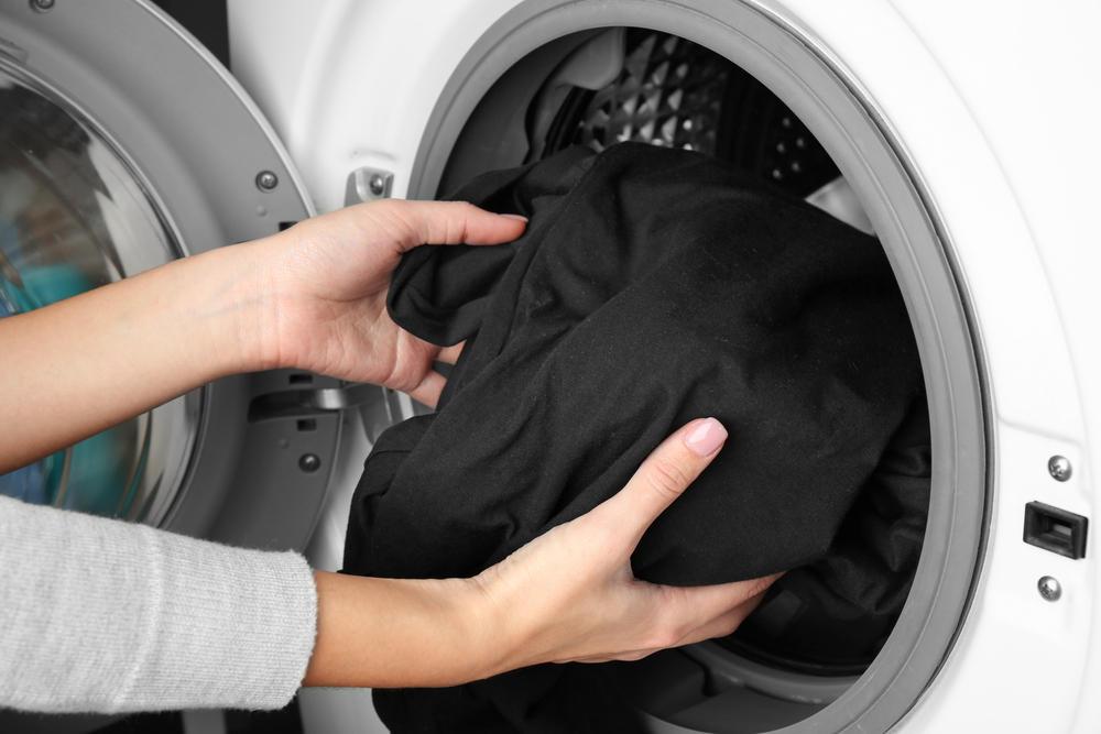 dunkle w sche waschen so bleicht sie nie mehr aus. Black Bedroom Furniture Sets. Home Design Ideas