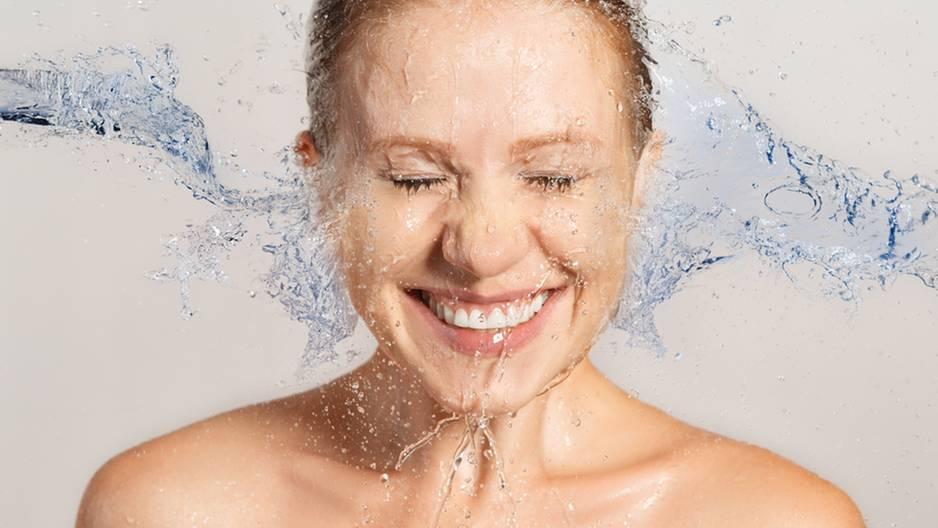 Tauche dein Gesicht in Mineralwasser und staune, was passiert!