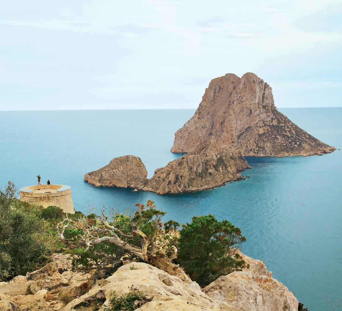 Um die Felseninsel Es Vedrà ranken sich Legenden.