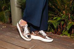 Neuer Sneakertrend: Schuhe in Gold und Kupfer