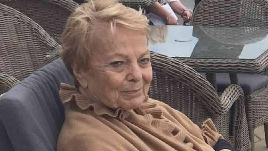 Frechheit: 87-Jährige wird gezwungen, sich im Flugzeug in die Hose zu machen