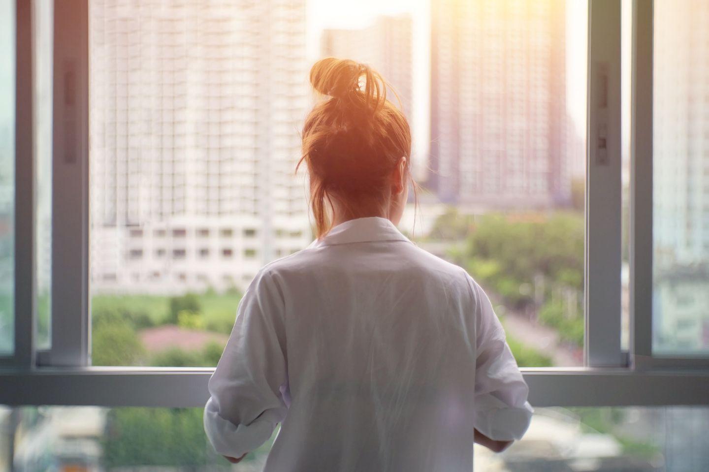 Einsamkeit: Frau  ist einsam
