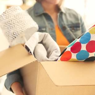 Ballast loswerden: Karton mit überflüssigen Kram