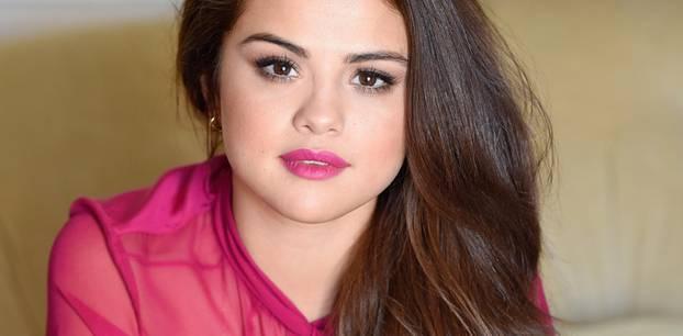 Selena Gomez mit langen Haaren