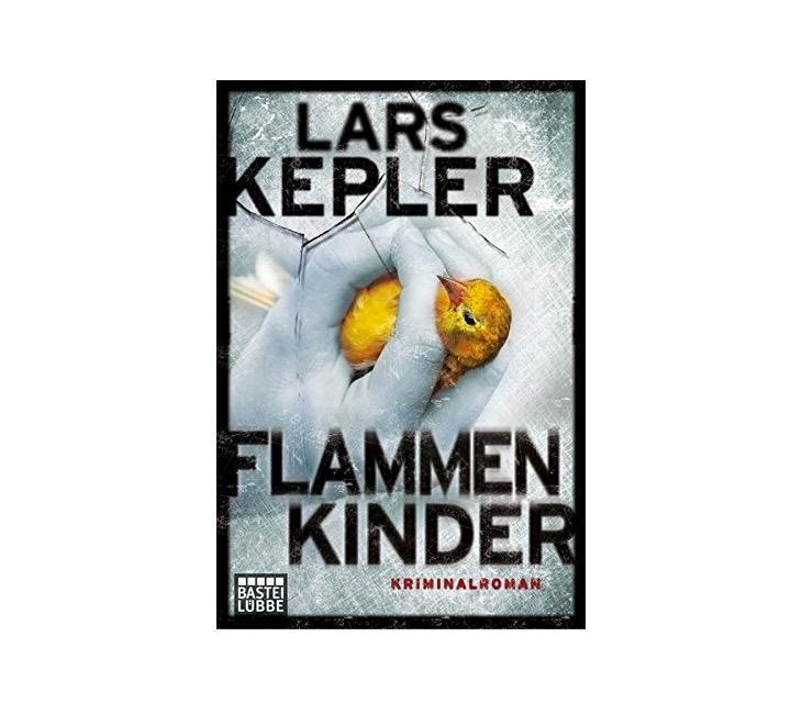 """Was für eine tolle Idee: Pünktlich zum verlängerten Feiertags-Wochenende gibt es ab sofort regelmäßig bei iBooks ausgewählte Romane besonders günstig zu holen! Den Anfang macht """"Flammenkinder"""" von Lars Kepler. Ein Krimi mit Hochspannungs-Garantie, den ihr euch für sagenhafte 1,99 € schnappen könnt. Aber Vorsicht: Einmal angefangen, legt ihr das Buch echt nicht mehr aus der Hand!      """"Pageturner"""" auf iBooks          (Henning Hönicke, Social Media)"""