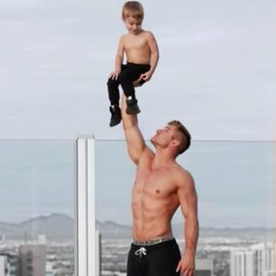 Sexy Fitness-Papa lässt unsere Herzen schmelzen