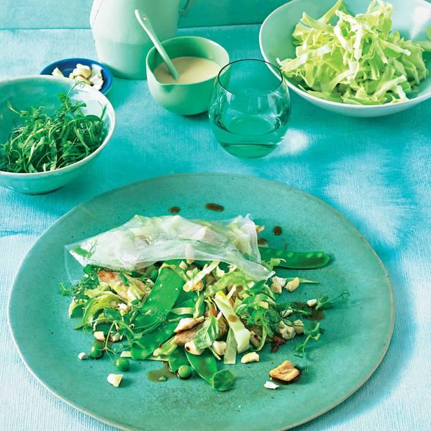 Reisblätter mit Gemüsefüllung & Cashew-Soße